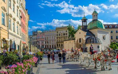 Wynajem busów – tani i szybki pomysł na zwiedzanie Krakowa i okolic